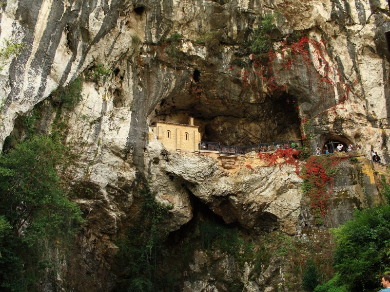 La Santa Cueva de Covadonga.